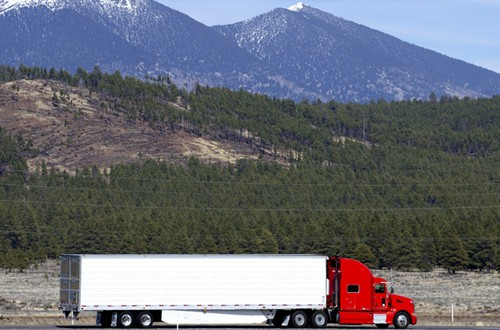 Trucking apps and new devices may improve the way logistics companies manage commercial loads.